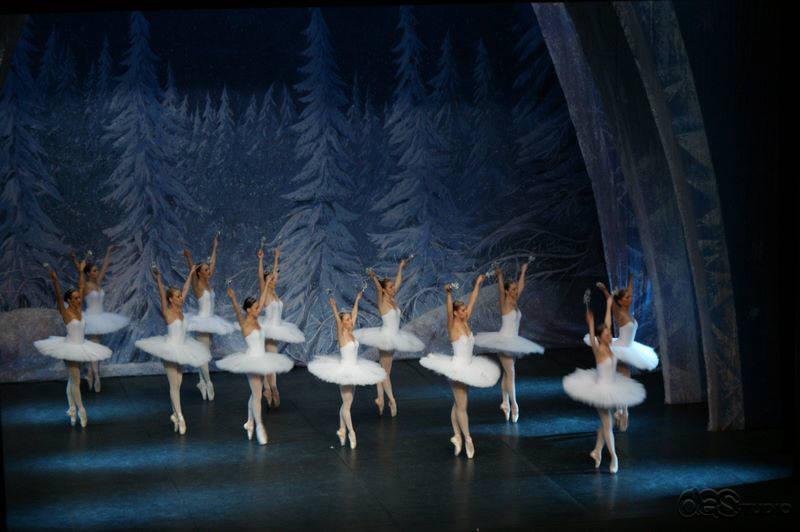 dsc01609 DAS RUSSISCHE NATIONALBALLETT THE CROWN OF RUSSIAN Ballett Nussknacker - Produktion